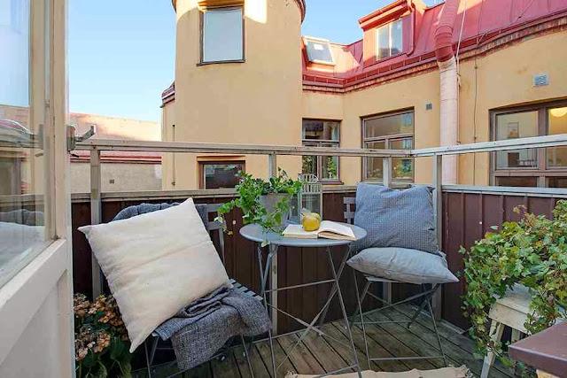 Skandynawski styl na balkonie