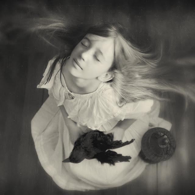 Безмолвная Молитва в черно-белых фотографиях Кэролайн Хэмптон