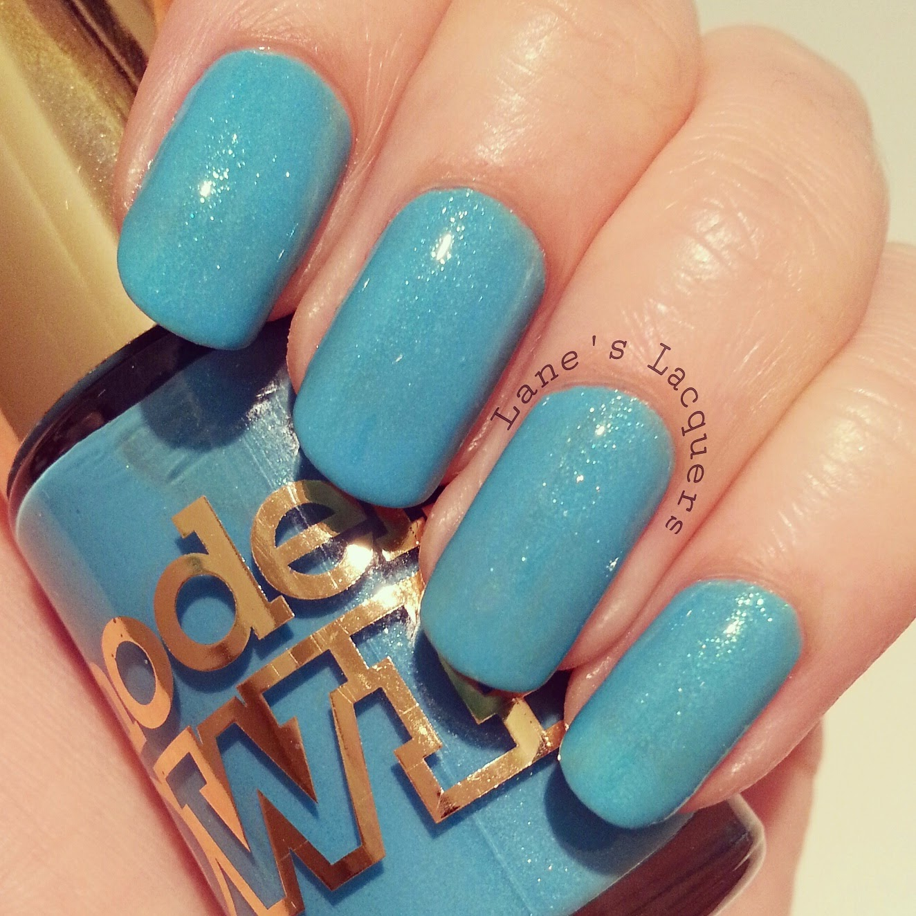 new-models-own-luxe-collection-asschure-blue-swatch-nails