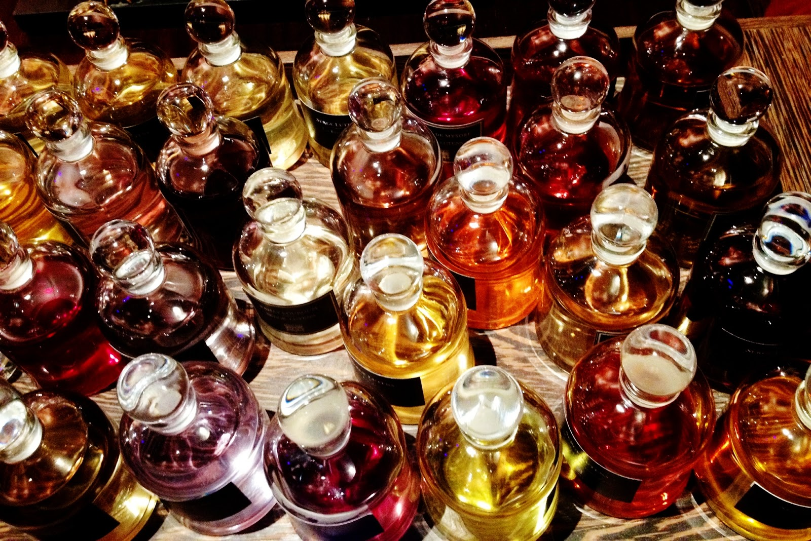 beautyfashion serge lutens calatorie in lumea parfumurilor. Black Bedroom Furniture Sets. Home Design Ideas