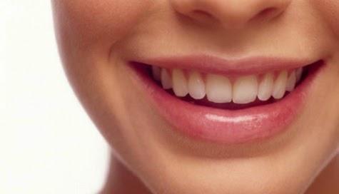 Natural ingredients whitening teeth