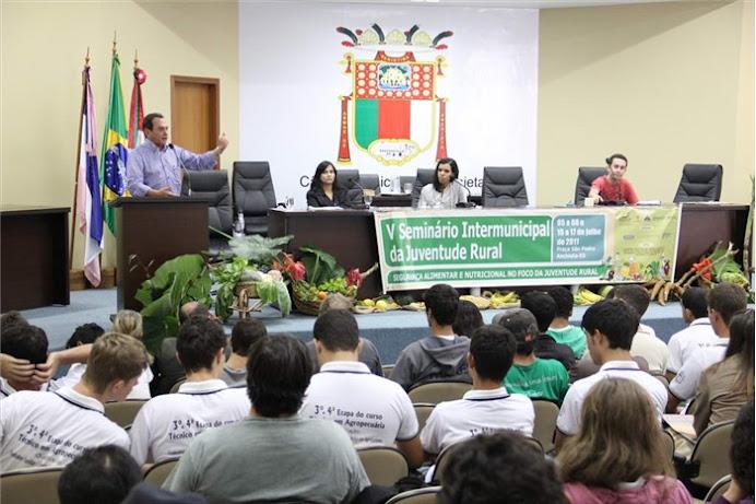 Carol participa do V Seminário intermunicipal da Juventude Rural - 03/07/2011 em Anchieta