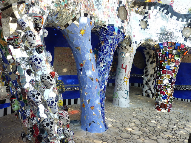 Write this right this niki de saint phalle - Jardin niki de saint phalle ...