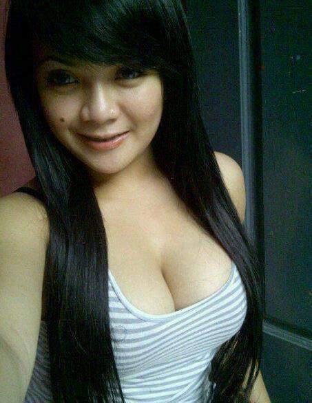 Foto Gadis Cantik Binal Bugil Ngentot Body Sexy dan montok telanjang