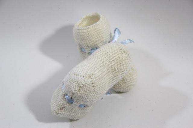 DIY Tutorial y patrones patucos de bebé tejidos con dos agujas