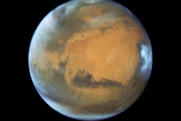Marte lleva 2.400 millones de años con actividad volcánica