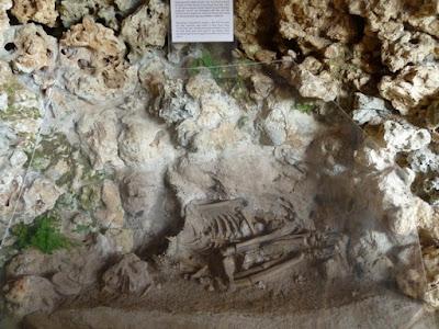 Tempat kerangka manusia purba di Goa Song Terus