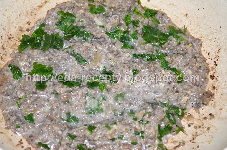 Фаршированные шампиньоны: добавить специи и зелень