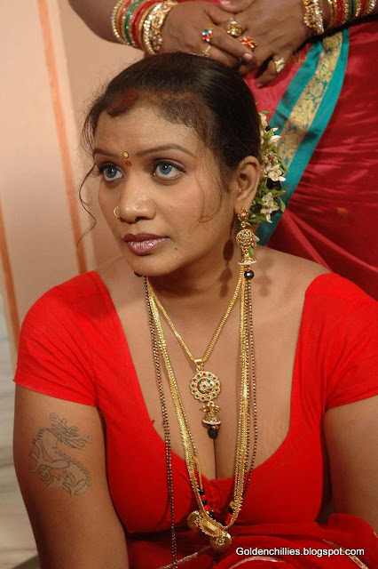 aunty navel show hot