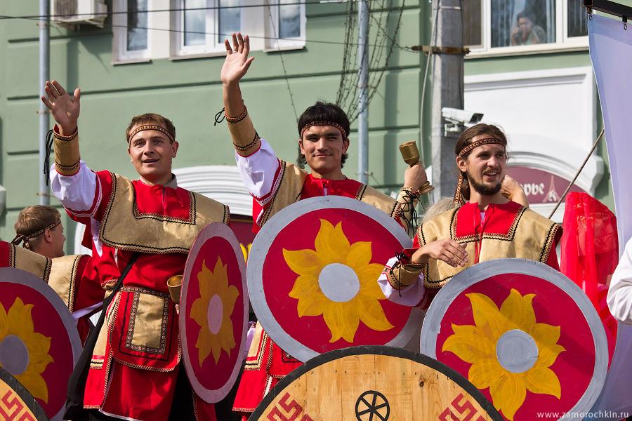 Театрализованный парад 'ВСЕ мы - Россия'. Тысячелетие единения мордовского народа с народами государства Российского