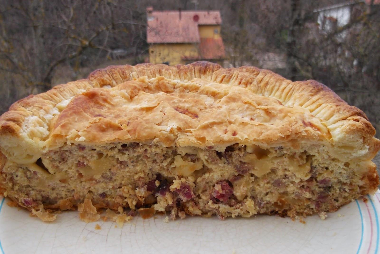 La Pizza di Carnevale è una ricetta rustica originaria della penisola  Sorrentina.