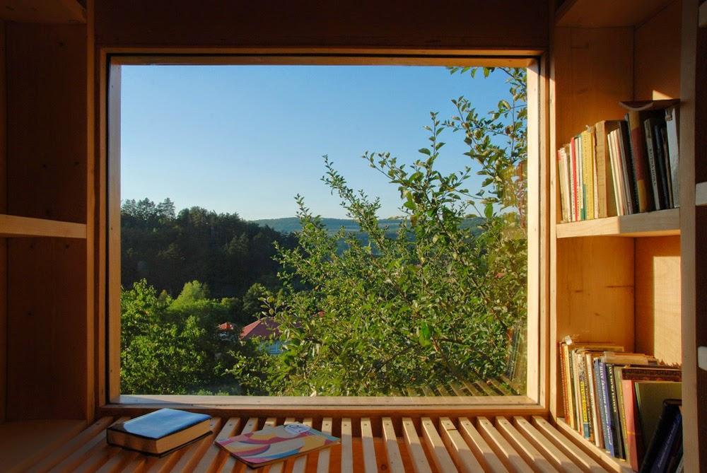 Perpustakaan Unik Menyatu Dengan Alam