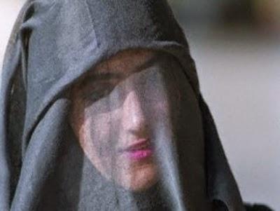 """سعودية تعرض 5 ملايين ريال على أي رجل يقبل الزواج منها """"بشروطها."""