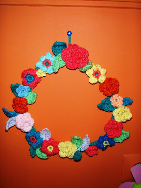 yarn crochet flowers wreath