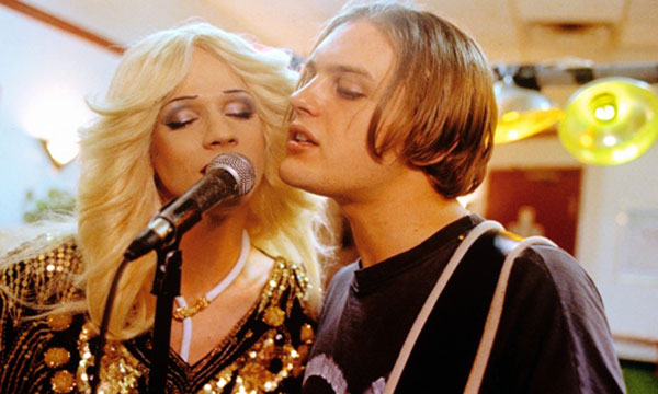 John Cameron Mitchell and Michael Pitt in Hedwig and the Angry Inch