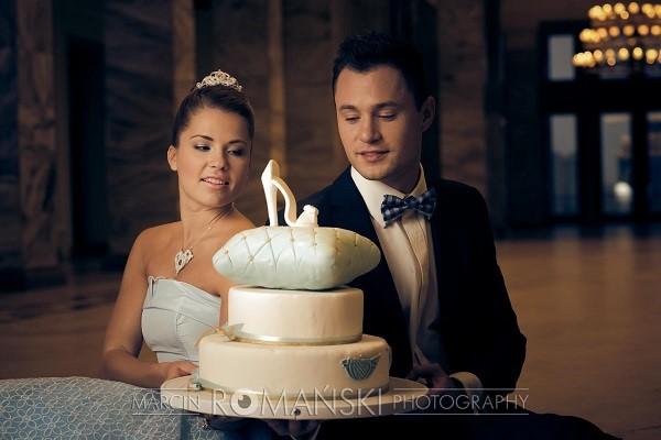 Niebieska sukienka ślubna z koronkami