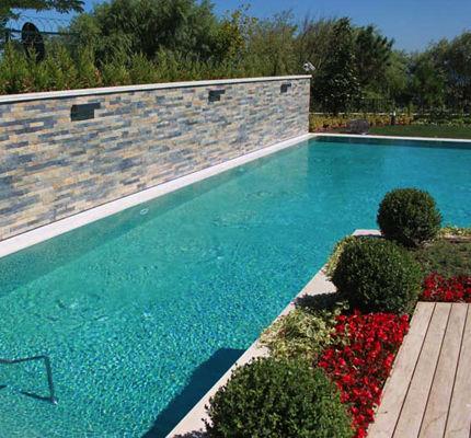 Piscinas barbacoas y jardines reformas en vitoria for Jardines alrededor de piscinas