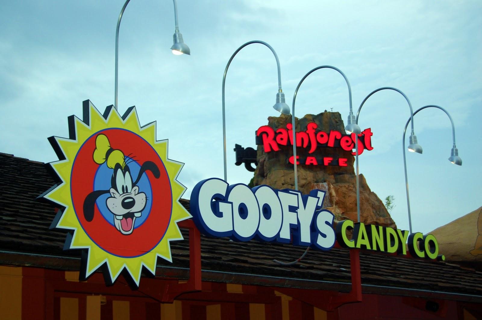 Lipstick Kingdom: (Sweet Eats: Quick-Service Desserts in Walt Disney ...