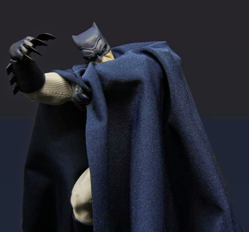 Mezco/One:12 Collective - Batman The Dark Knight Returns figure - Mezco Exclusive