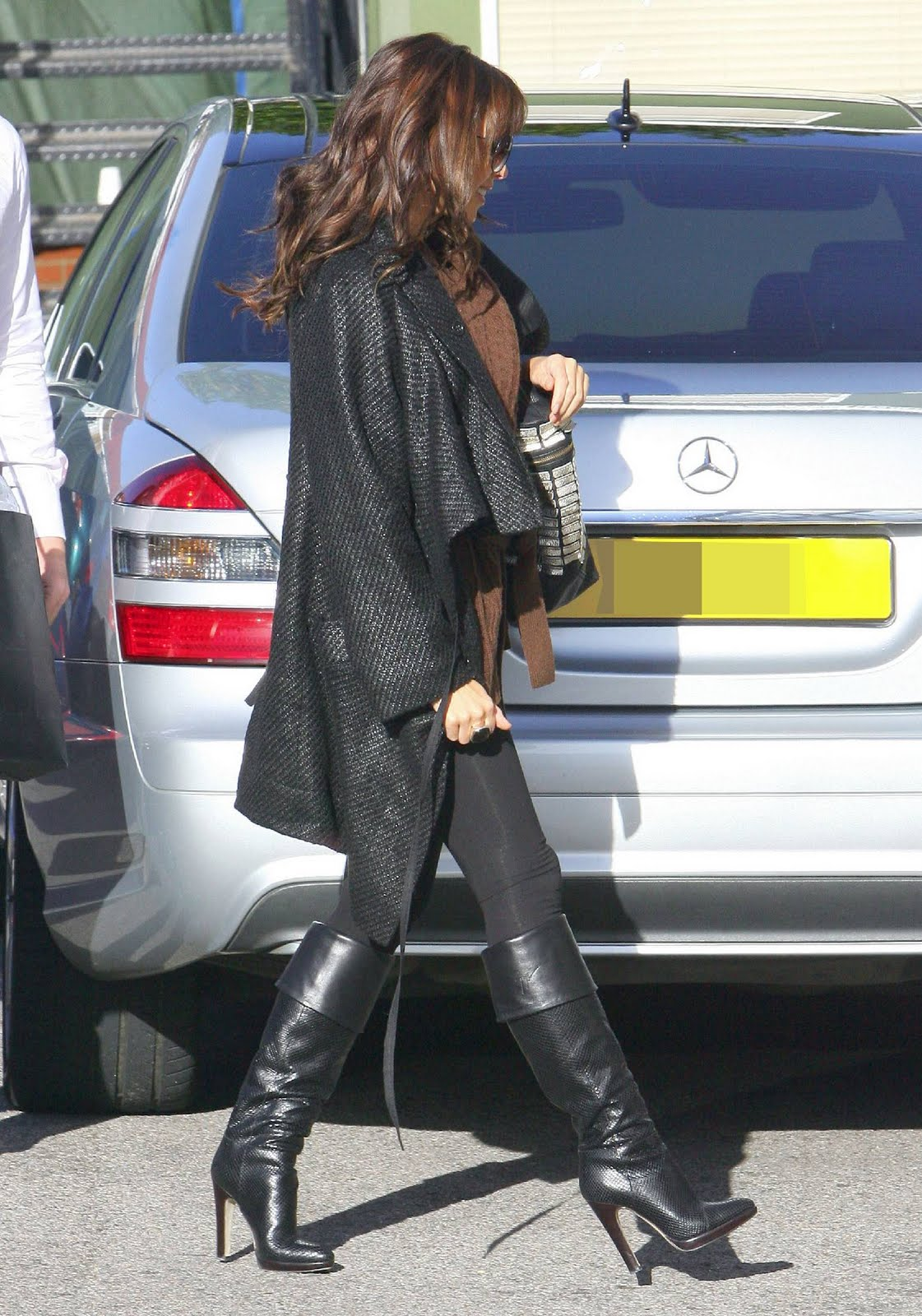http://2.bp.blogspot.com/-80CkC-jAJhk/TkOSnQDu0CI/AAAAAAAAKro/OImqlb1GGT8/s1600/74559-dannii-minogue-arrives-at-the-x-factor-itv-s.jpg
