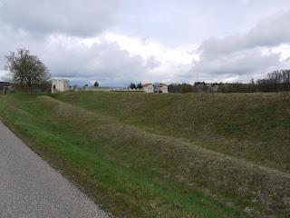 Kastell Pfünz - Foto von der Westseite mit Resten der beiden Kastellgräben