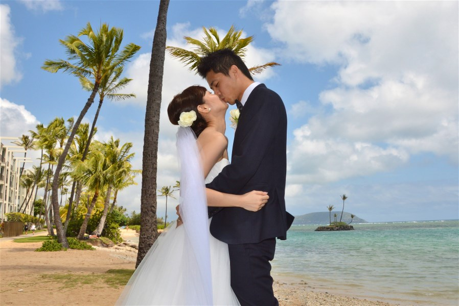 Chinese Hawaii Weddings: You May Kiss The Bride