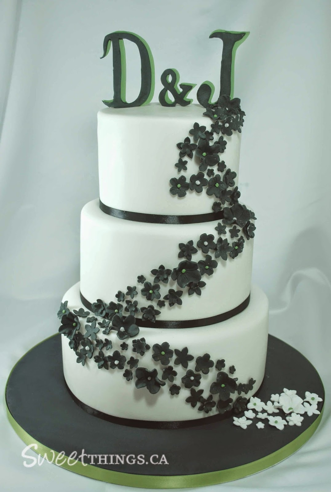 SweetThings Black White And Green Wedding Cake