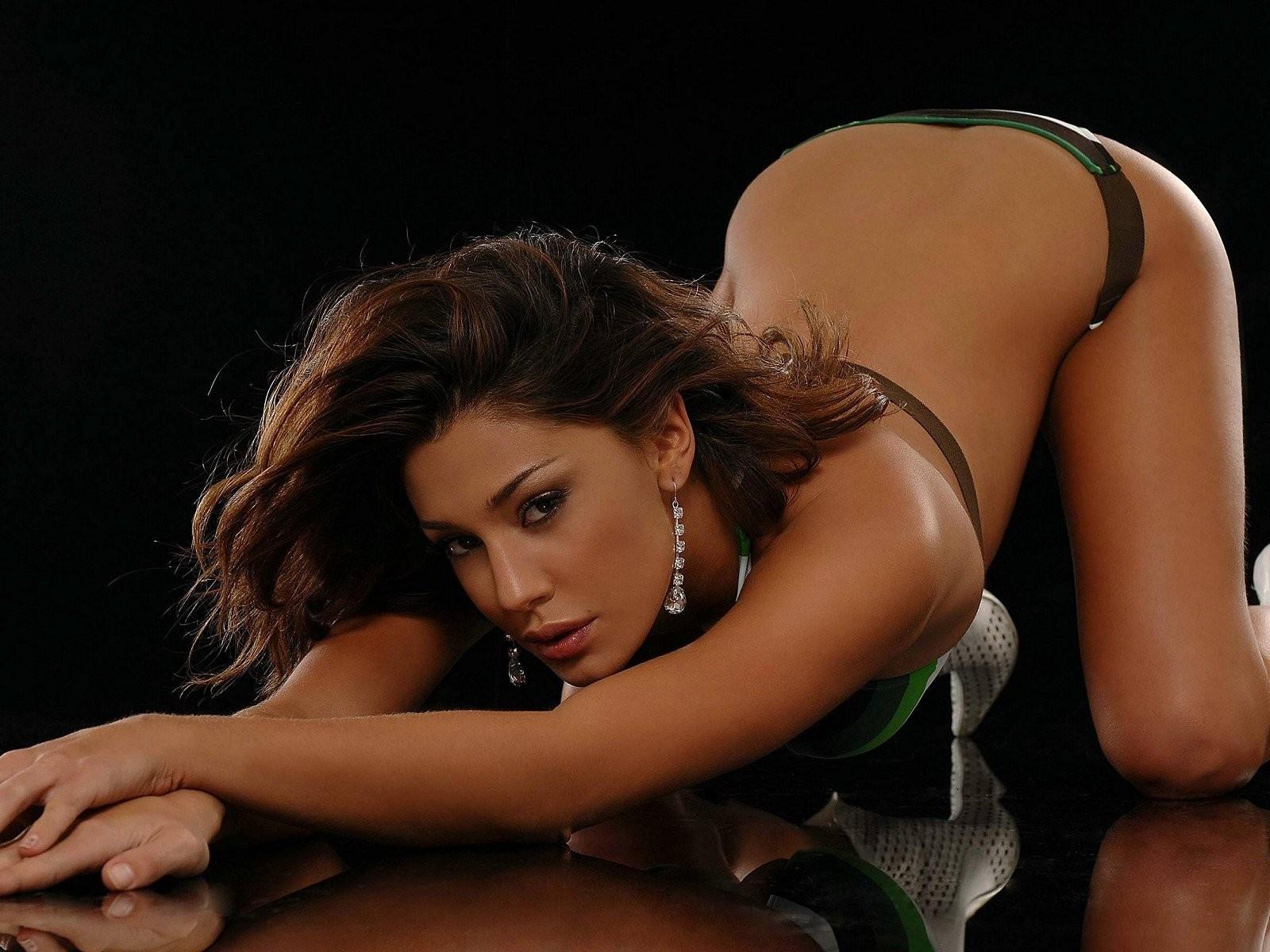 http://2.bp.blogspot.com/-80w5lM4ENL8/TxsBFkPFjwI/AAAAAAAAE7Q/zQC-9K1A9oc/s1600/Belen_Rodriguez_1600x1200_Wallpaper.jpg