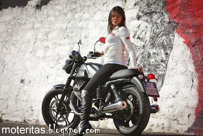 moto_guzzi_v7_stone_woman_free_leatherboots_wallpaper