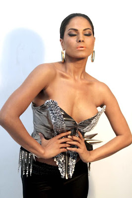 veena malik sizzling to support homosexuality photo gallery
