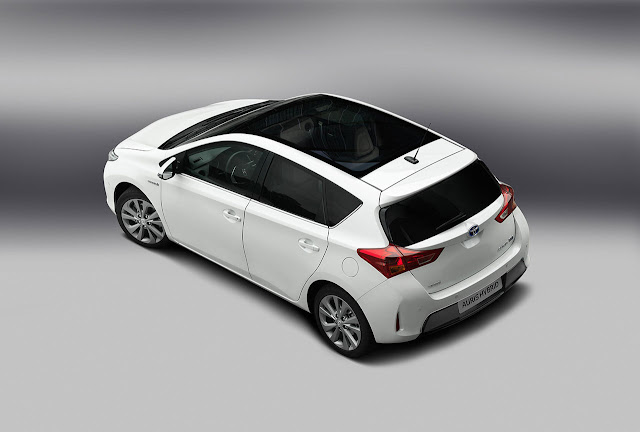 Toyota Auris Hibrid up back side