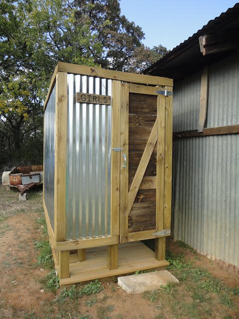 Деревянный душ на даче своими руками 50
