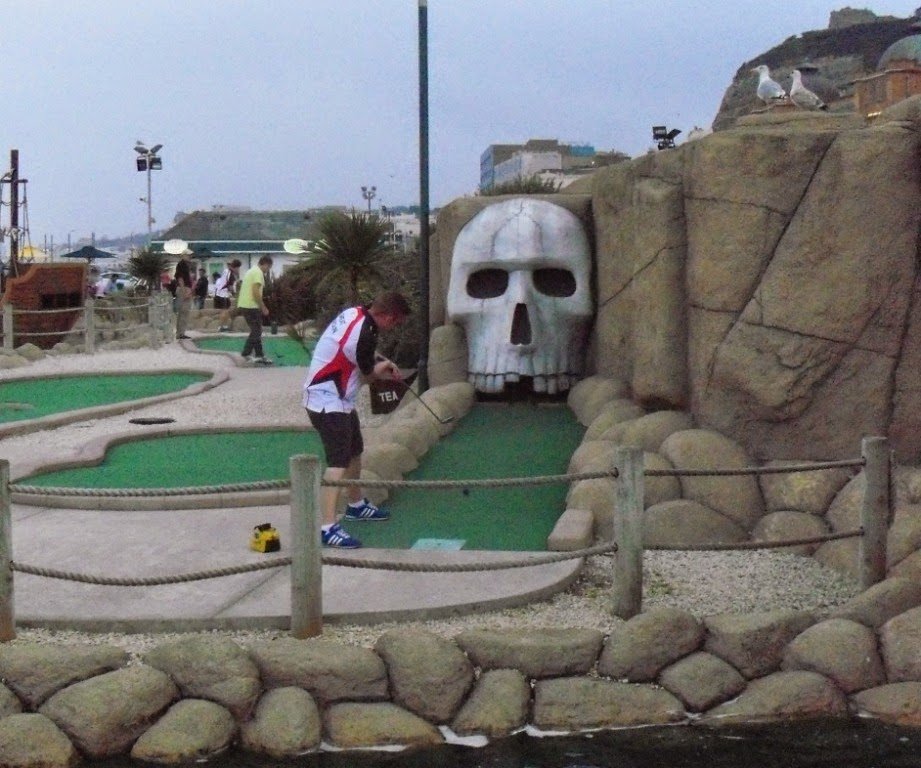 Richard Gottfried putting at hole 11 in the BMGA British Open in Hastings
