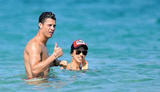 Irina Shayk Berlibur Bersama Ronaldo