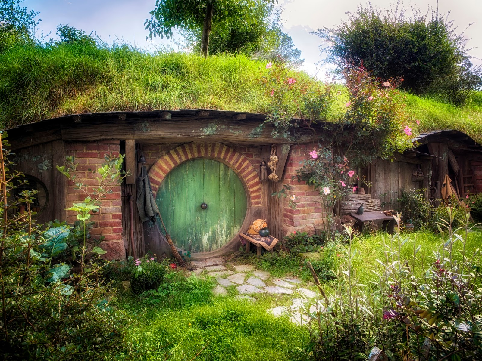 Adventuring new zealand hobbiton kay 39 s photographic for Wallpaper home photos