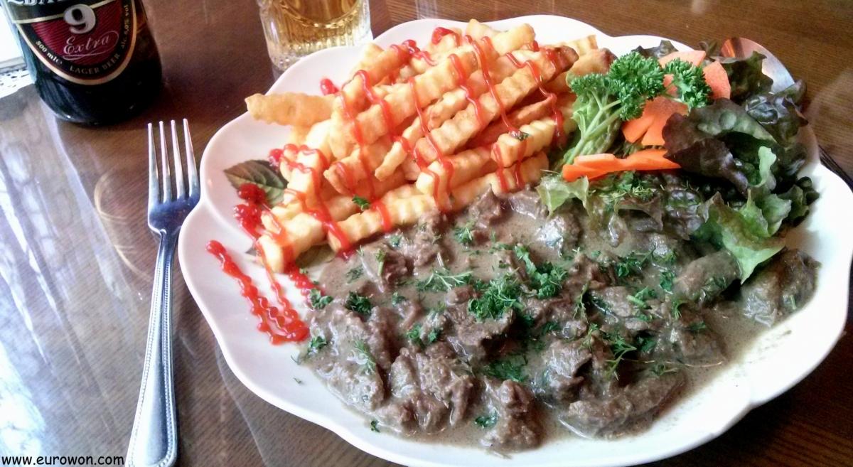 Stroganoff de ternera en un restaurante ruso de Corea
