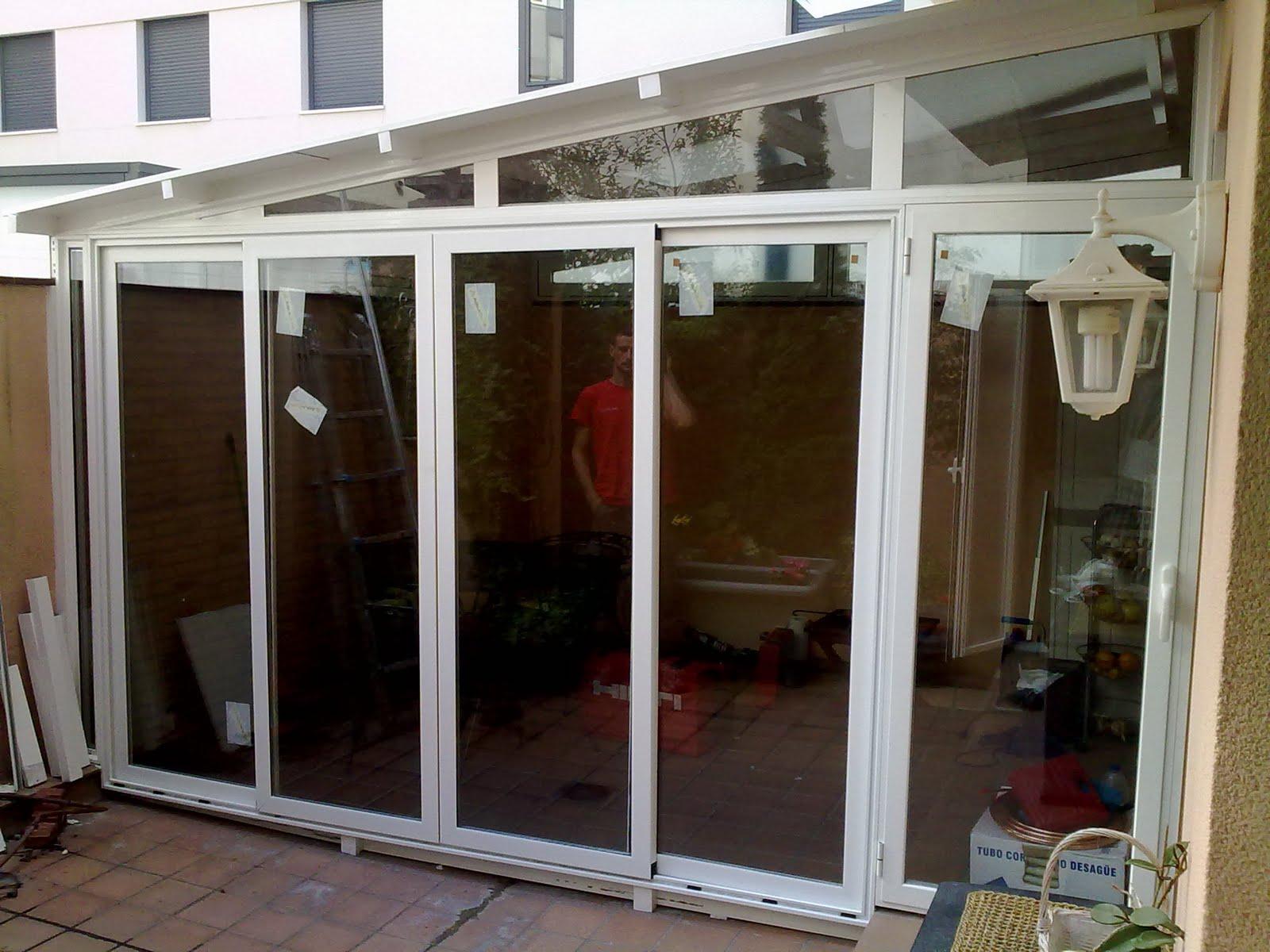 Puertas y venatanas de aluminio en girona cierre media for Puertas para terrazas