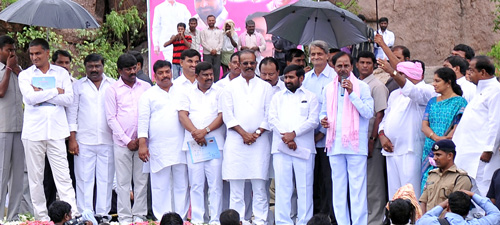 Each one job to each home in : CM KCR
