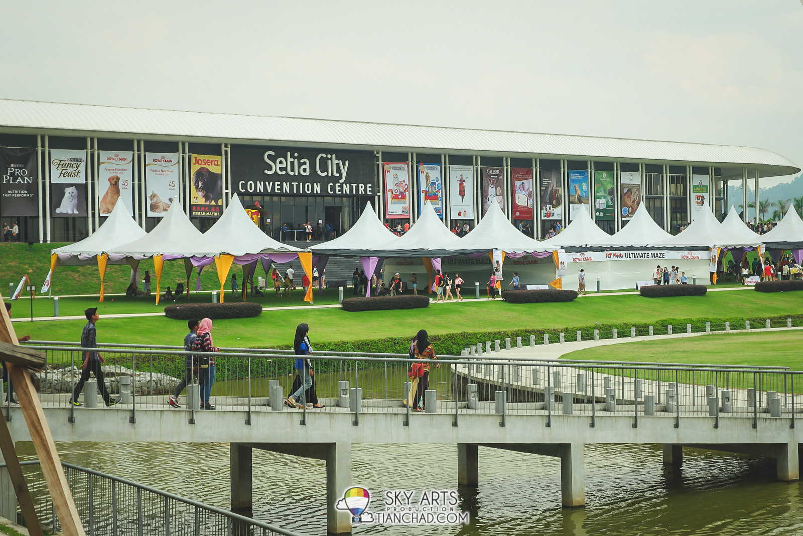 Setia City Convention Centre has a large outdoor compound set up for Pet Fiesta