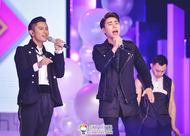 本期圈艺人Uriah徐凯和Daniel丹尼尔在决赛 唱与观众互动