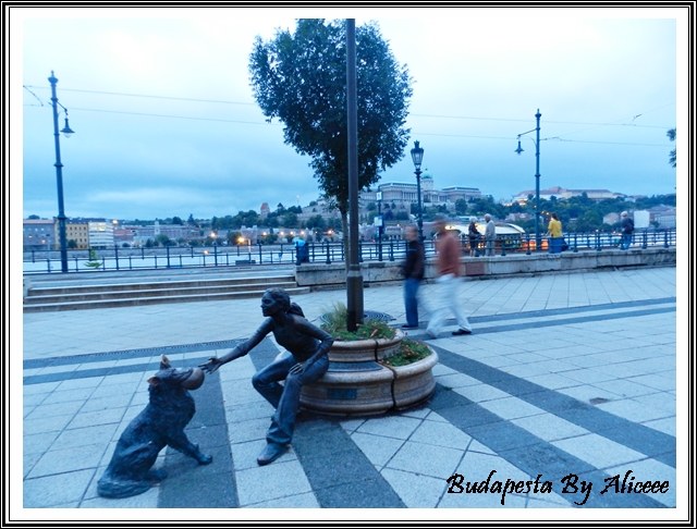 Ungaria-Budapesta-malul-Dunarii-statuie-interesanta