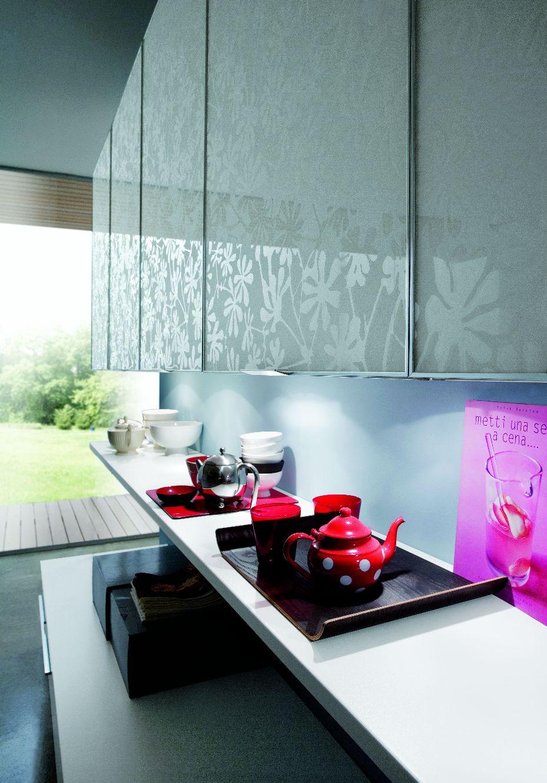 Modele Cuisine Noir Et Gris :  en verre design avec éclairage cuisine blanche design avec îlot