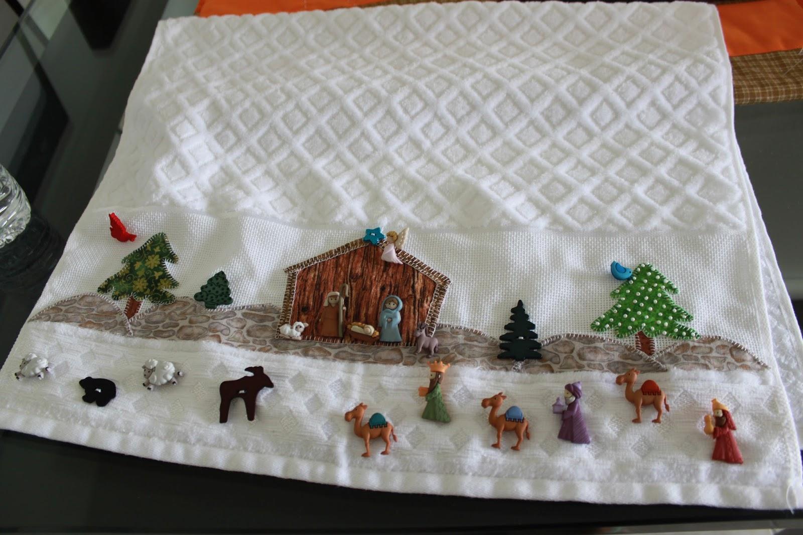 Labores de liliana toalla de navidad decorada con botones - Decoracion con toallas ...