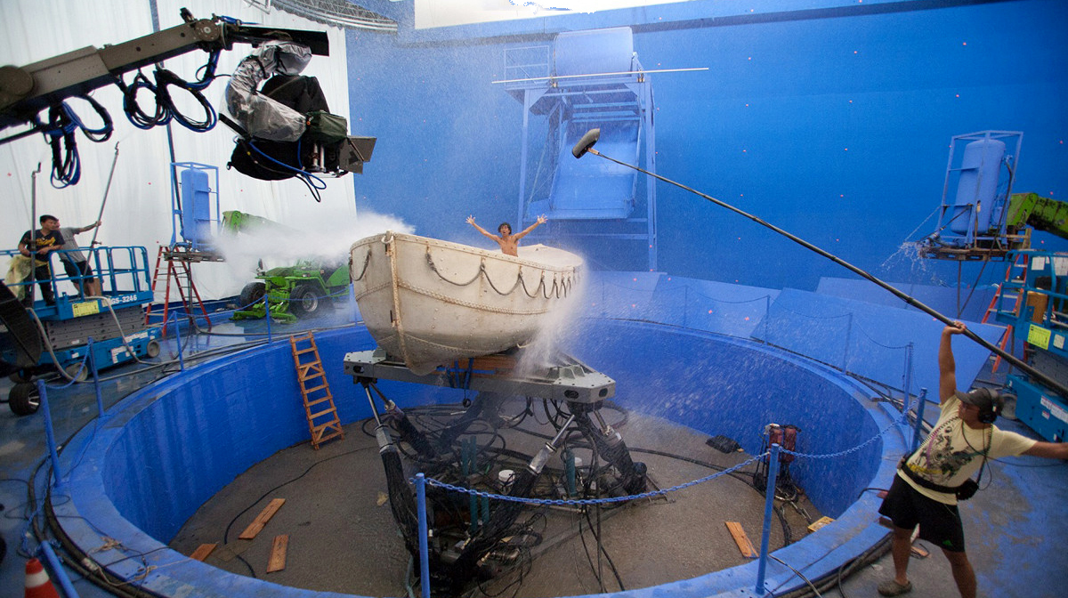 mini moviereviews life of pi english  now that the movie has won three oscars i would like to say some facts here 90% of the movie was shot in a swimming pool blue matte