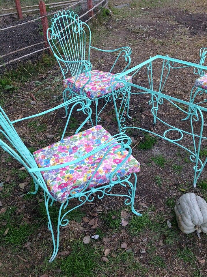 Benditosmuebles antiguo juego de jardin de hierro forjado reciclado for Juego de jardin fundicion aluminio