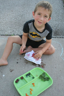 Boy using fruit to dye fabric: STEMmom.org