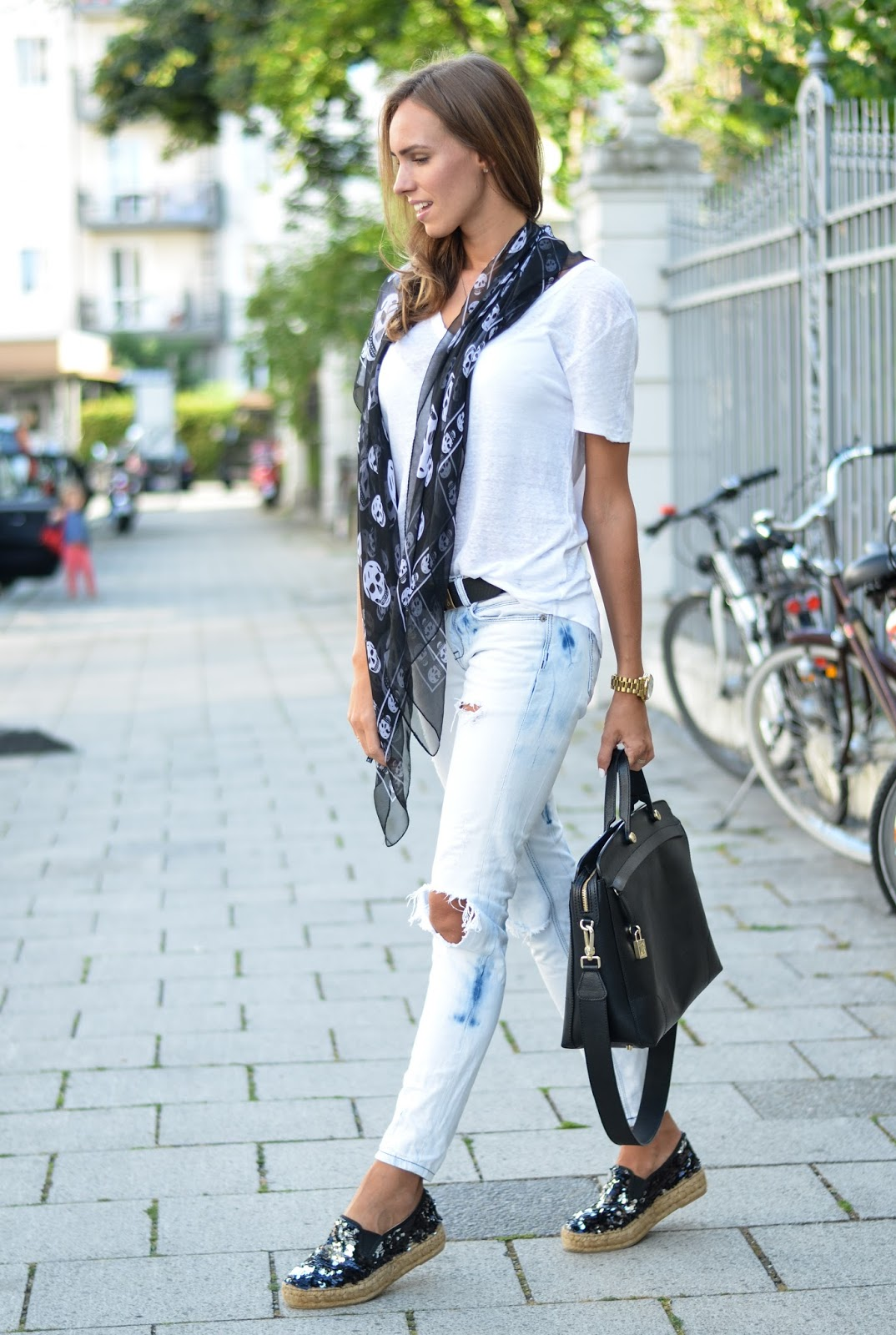 kristjaana mere black white casual summer outfit