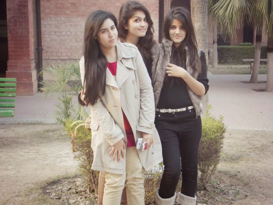 Local Pakistani Teenage College Girls Photos