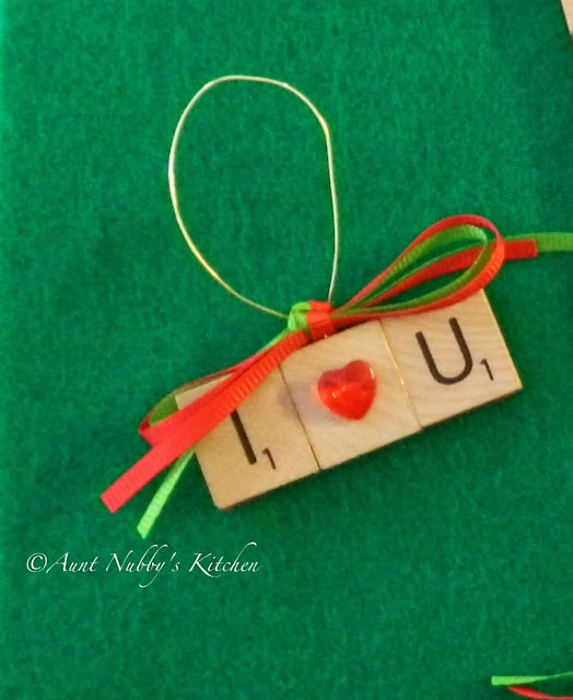 Christmas Ornament Craft @ Aunt Nubby's Kitchen