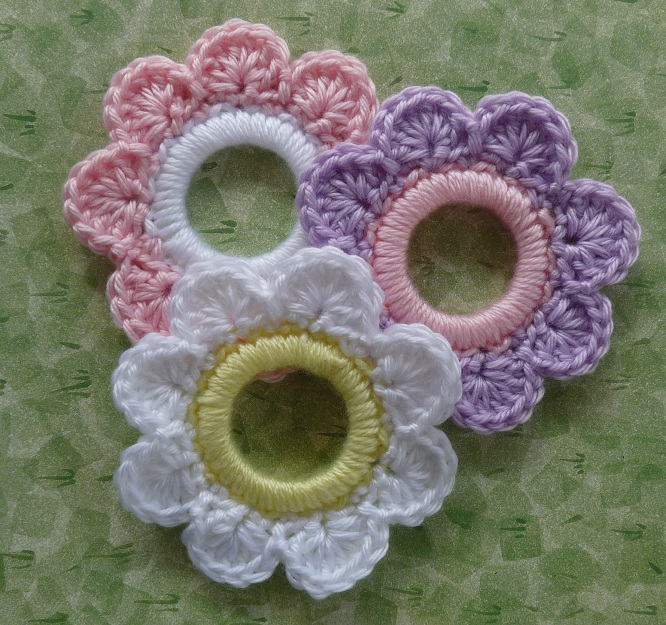 Whiskers & Wool: Flower Ring Decoration - Free Pattern
